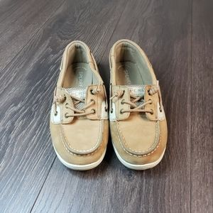 Sperry size 4